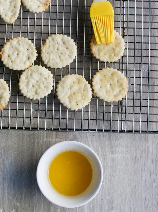 Homemade Ritz Crackers-12