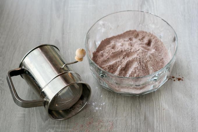 Flourless Chocolate Peanut Butter Cookies-3